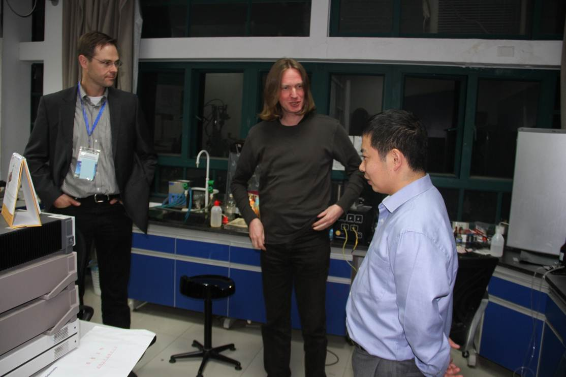 Prof. Malte Grosche (Cambridge University) and Dr. Michael Nicklas (MPI-CPfS) are visiting the center